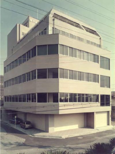 1970年総合ビル(現本社ビル)を新築